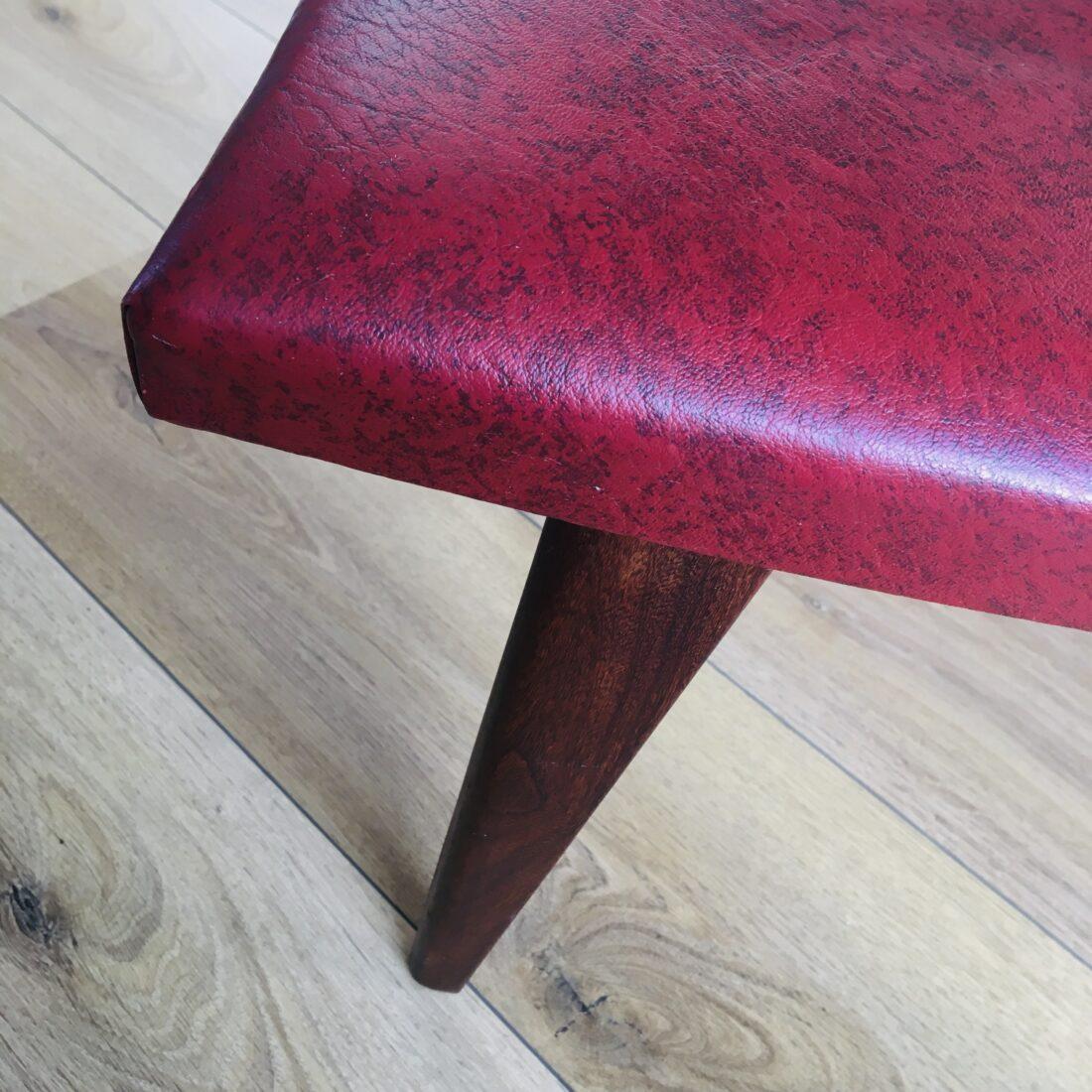 Vintage voetenbank skai bordeaux