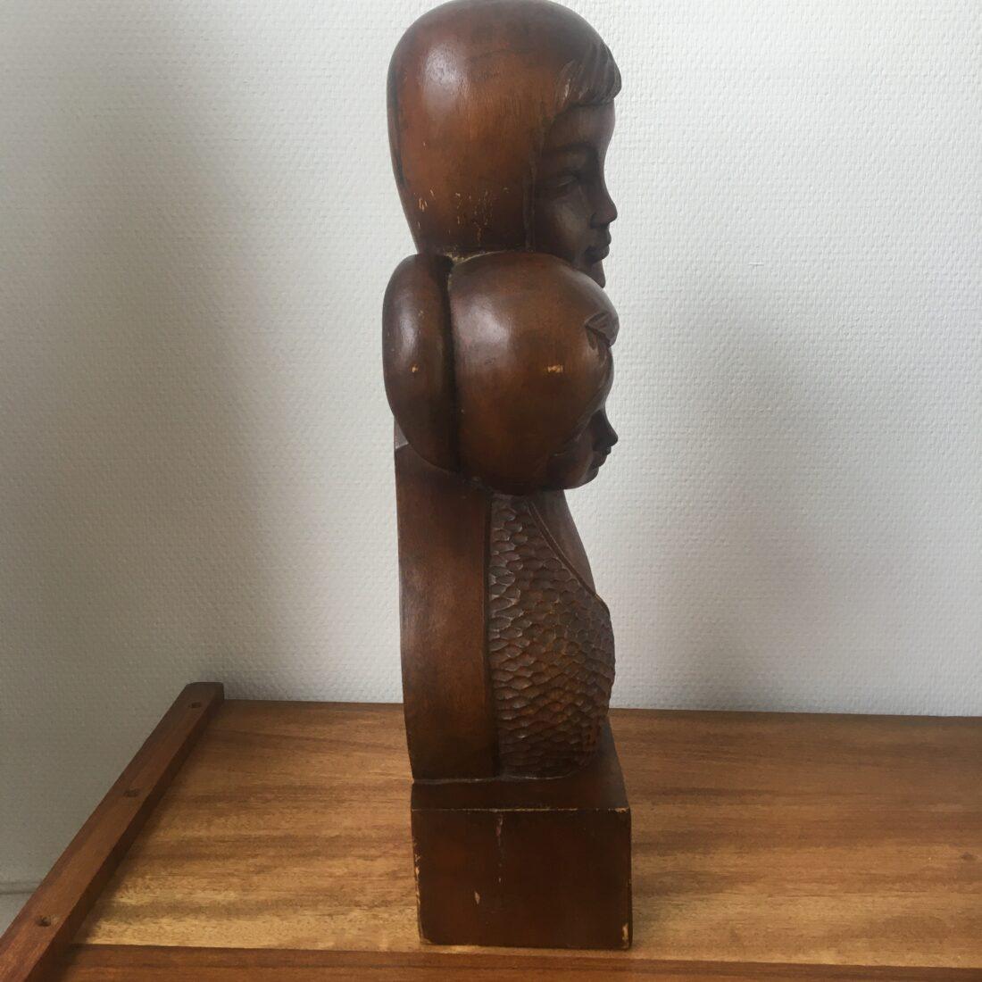 Vintage hout beeld jongen en meisje