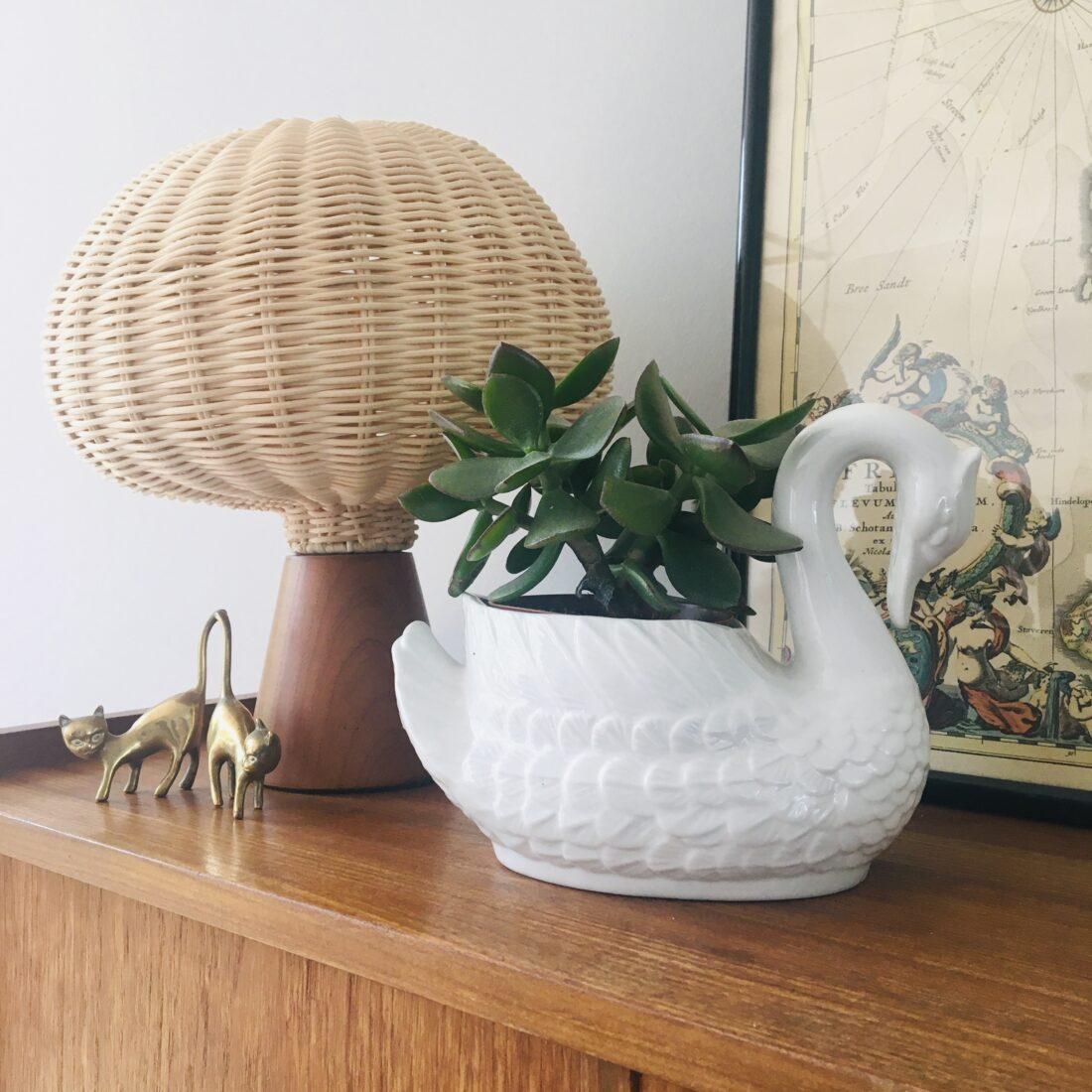 Vintage bloempot zwaan